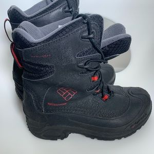 Columbia kids winter boots size 3 snow boots